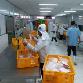repacking tuna saku 02