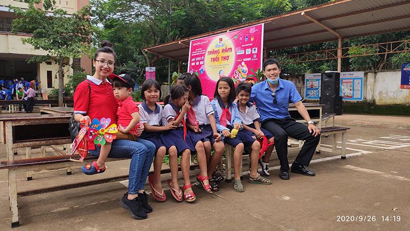 """Mang """"Trăng rằm tuổi thơ"""" về với trẻ em vùng sâu tỉnh Đồng Nai"""