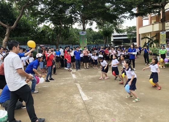 Mang 'Trăng rằm tuổi thơ' về với trẻ em vùng sâu tỉnh Đồng Nai ảnh 5