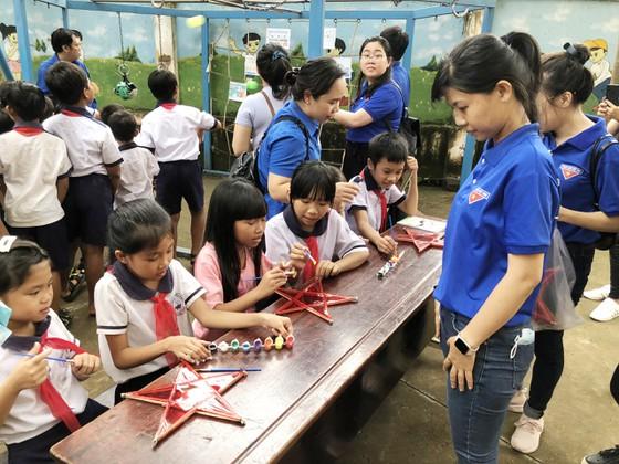 Mang 'Trăng rằm tuổi thơ' về với trẻ em vùng sâu tỉnh Đồng Nai ảnh 7